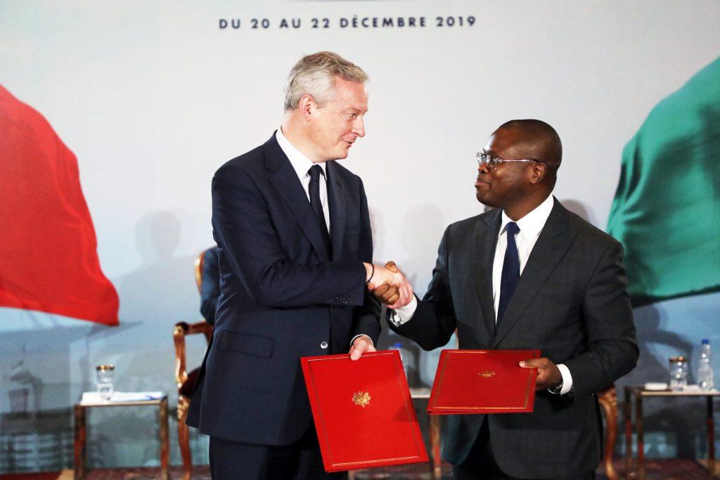 Le ministre français des Finances, Bruno LeMaire, et son homologue béninois, Romuald Wadagni, à Abidjan, le 21décembre 2019.