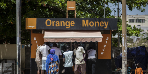 Kiosque Orange Money dans le quartier des Almadies à Dakar.