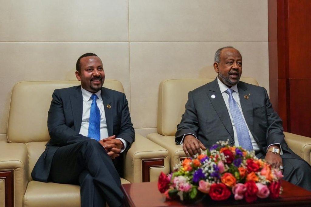 Ismail Omar Guelleh, le président djiboutien, et Abiy Ahmed, Premier ministre éthiopien, le 10 février à Addis-Abeba, en marge du sommet de l'UA.