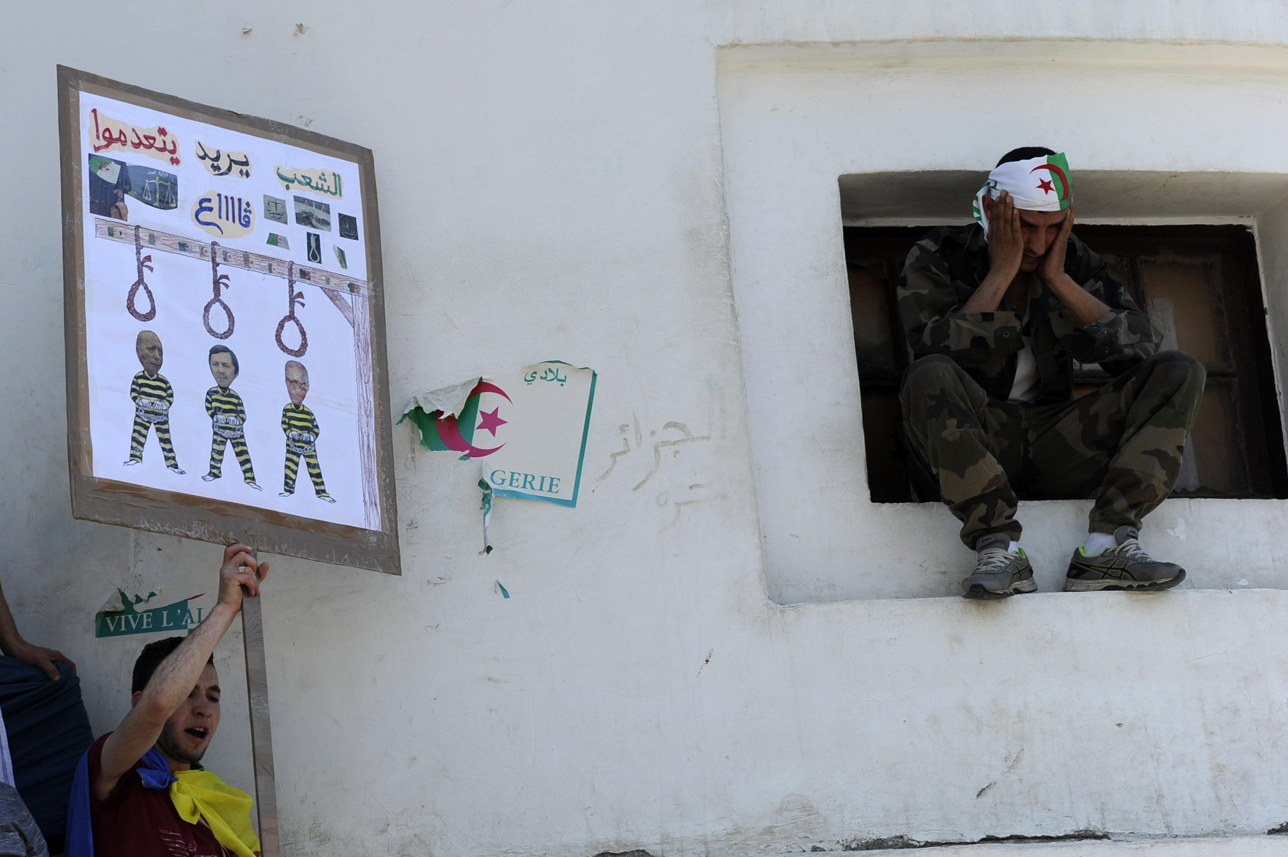 Après trois mois de mobilisation, les manifestants demandent l'exécution des figures du régime de Bouteflika.