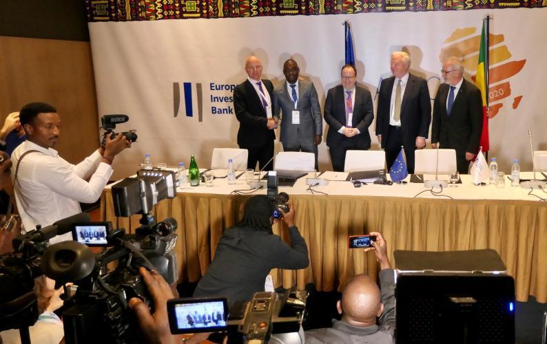 En marge de la Journée de l'Afrique organisée jeudi 27 février 2020 à Dakar, la Banque européenne d'investissement a annoncé 63 millions d'euros de nouveaux financements pour soutenir l'essor des entreprises africaines.