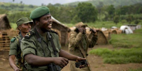 Delphin Kahimbi, à la tête de troupes congolaises affrontant un groupe rebelle, le 14 octobre 2008 près de Tongo, dans l'est de la République démocratique du Congo.