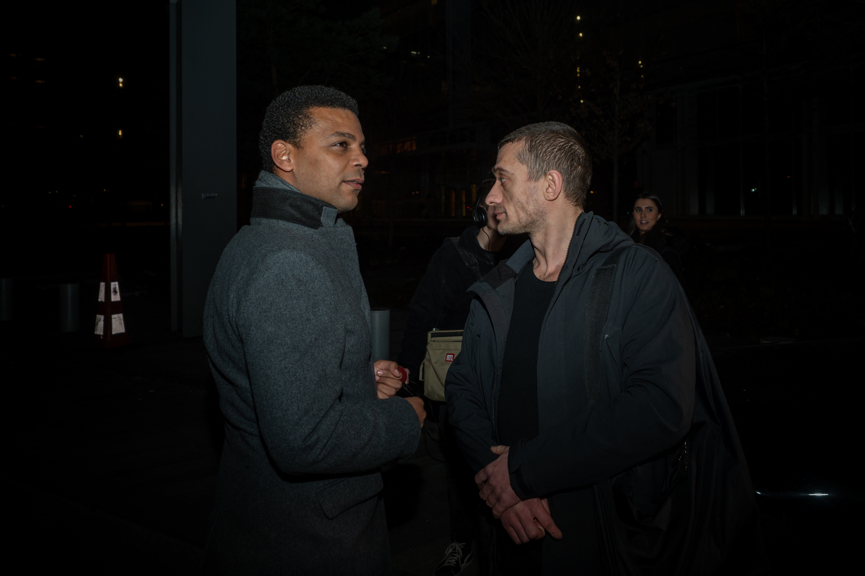 L'avocat Yassine Bouzrou avec l'artiste russe Piotr Pavlensky, le 18 février 2020 devant le Palais de justice de Paris.