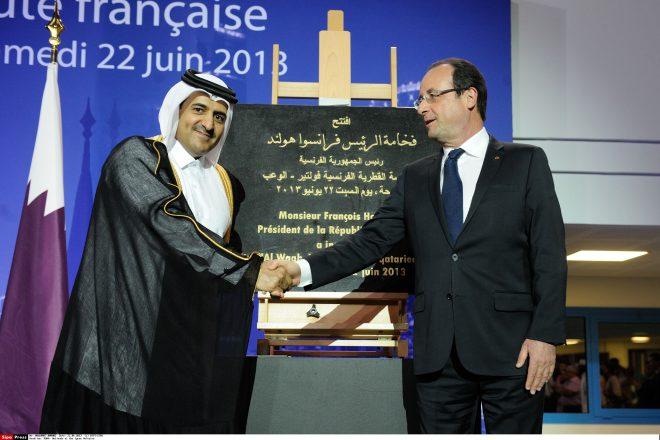 Ali Ben Fetais Al-Marri aux côtés de François Hollande., à Doha, le juin 2013.