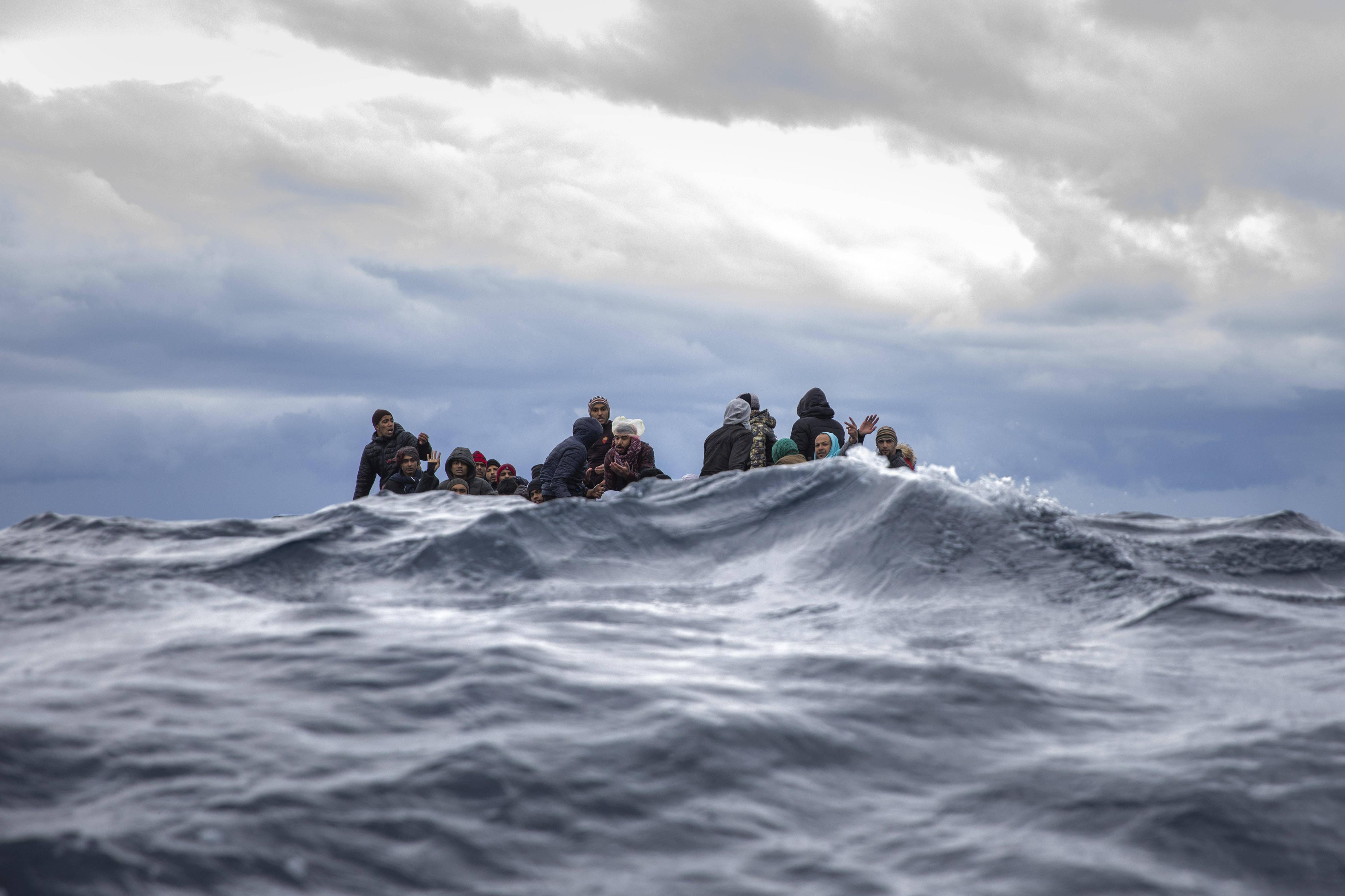 Un bateau de migrants près des côtes libyennes, le 10 janvier 2020.
