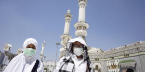 Des fidèles musulmans à La Mecque, en Arabie saoudite, le 7 mars 2020.