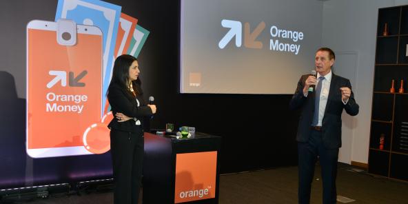 Nawal Gharmili Sefrioui et Yves Gauthier, lors du lancement d'Orange Money, le 10 mars 2020, à Casablanca.
