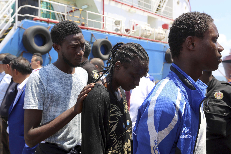 Des migrants arrivent au port de Zarzis, le 1er août 2018.