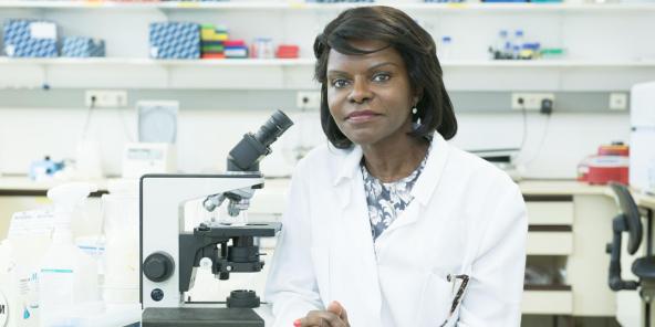 La biologiste congolaise Francine Ntoumi, spécialiste des maladies infectieuses, qui dirige la Fondation congolaise pour la recherche médicale.