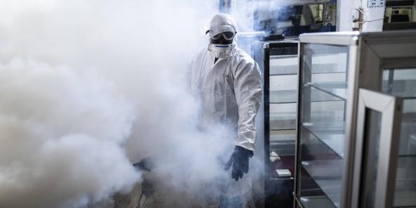 Opération de désinfection contre le coronavirus au marché Tilène, à Dakar, le 22 mars 2020. Photo d'illustration.