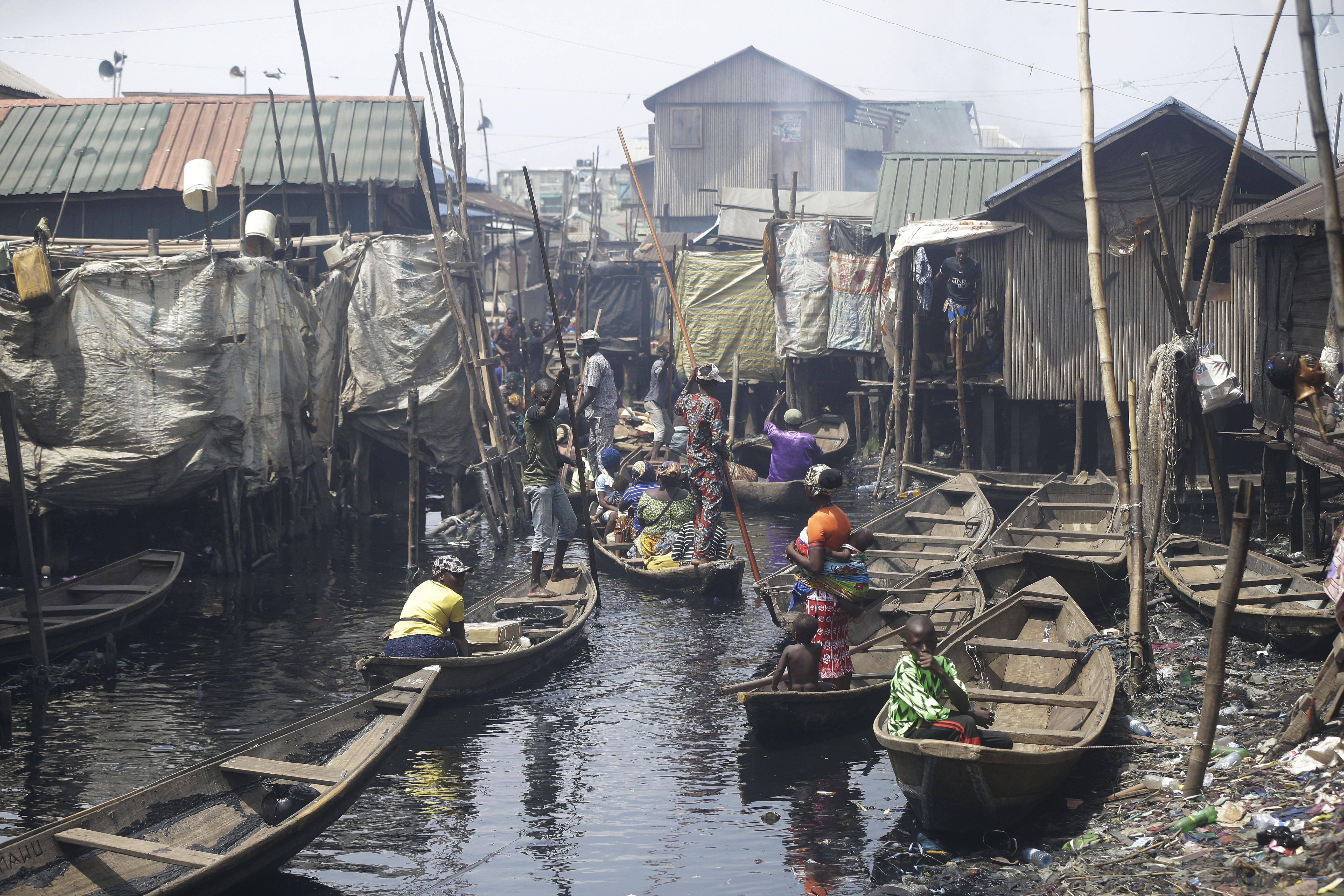Dans le bidonville flottant de Makoko à Lagos, au Nigeria, le 21 mars 2020.