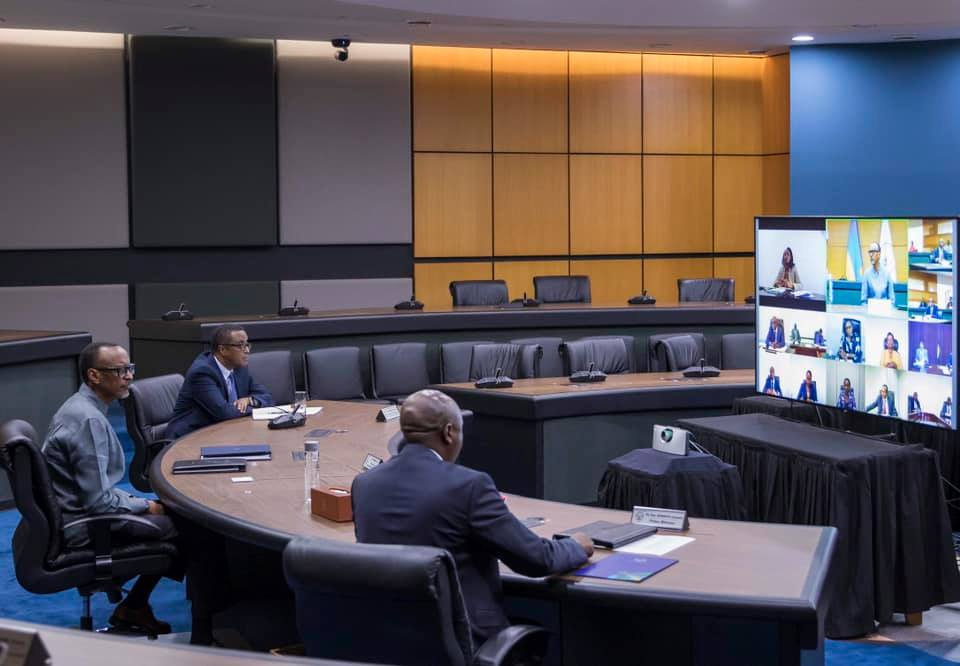 Paul Kagame, lors d'une réunion sur les mesures de prévention face au Covid-19, le 1er avril 2020.