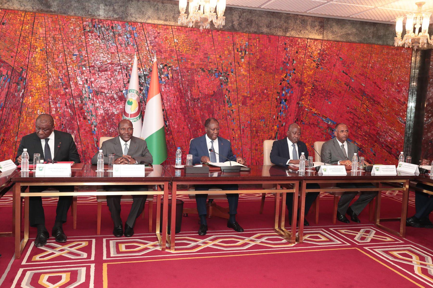 Le président Alassane Ouattara, lors du Conseil national de sécurité, le 16 mars 2020.