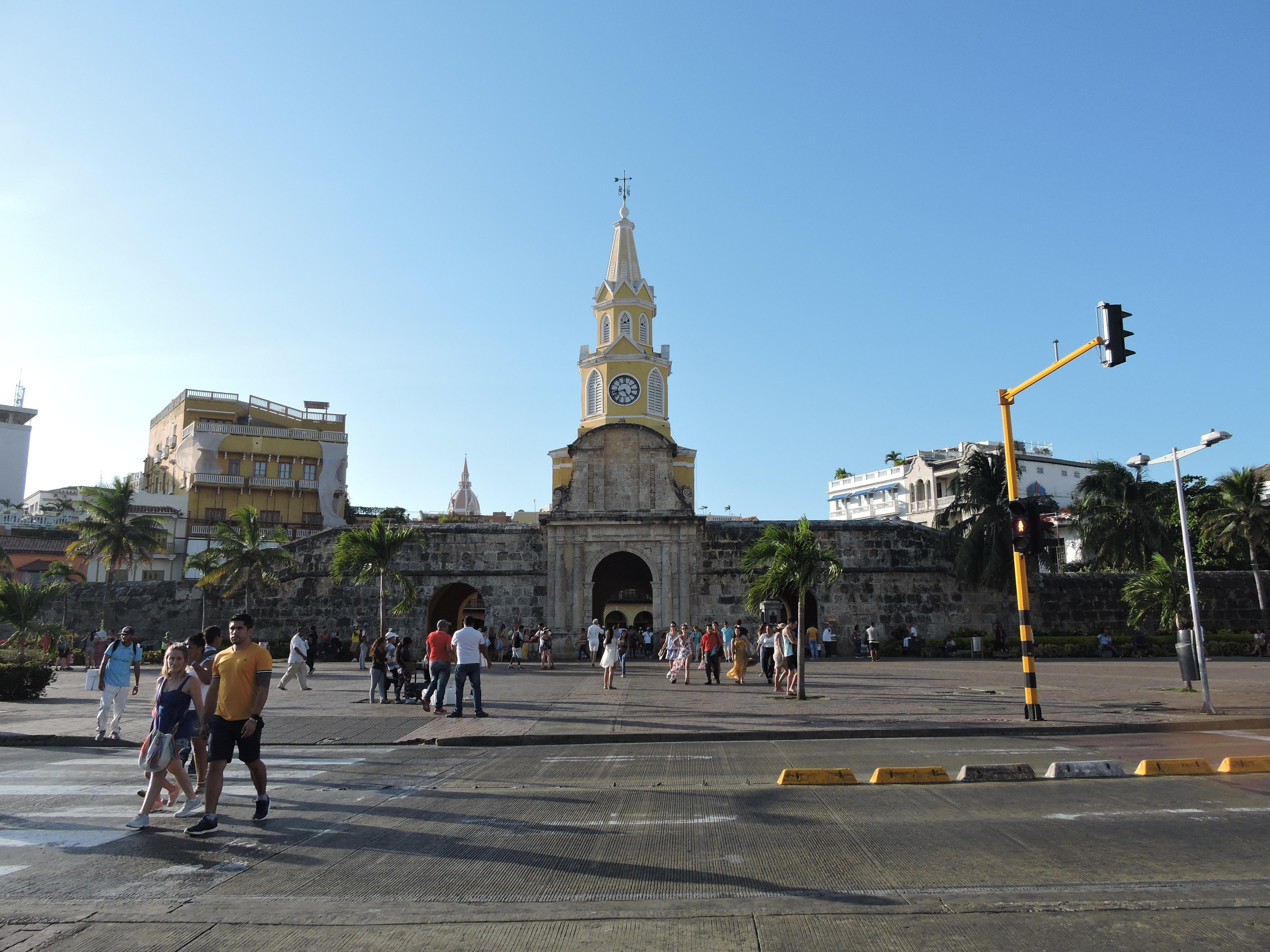 L'entrée du centre historique de Carthagène, au loin on aperçoit la bouche du pont, par où entraient les esclaves dans la ville avant d'être vendus.