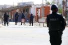Des policiers tunisiens recherchent des assaillants toujours en fuite dans la banlieue de Ben Guerdane, dans le sud de la Tunisie, en mars 2016 (image d'illustration).