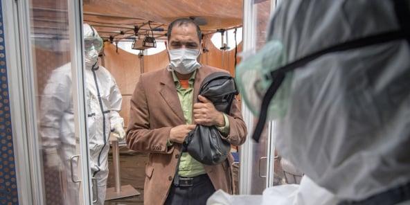 Accueil des patients atteints par le Covid-19 à l'hôpital militaire Mohammed V, à Rabat, le 15 avril 2020.