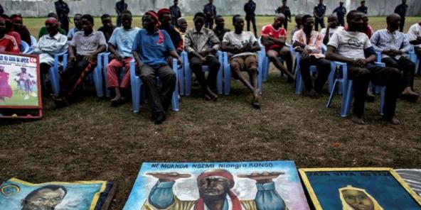 Des portraits de l'ex-député Zacharie Badiengila alias Ne Muanda Nsemi, leader du mouvement séparatiste Bundu Dia Kongo (BDK), exposés au siège de la police à Kinshasa en 2017.