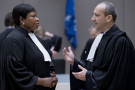 Emmanuel Altit, l'avocat de Laurent Gbagbo, et Fatou Bensouda, la procurer de la CPI, lors d'une audience à La Haye, le 28 janvier 2016.