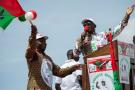 Pierre Nkurunziza et Evariste Ndayishimiye, candidat du CNDD-FDD (au pouvoir) pour la prochaine présidentielle, au stade de Bugendana, dans la province du Gitega, le 27 avril 2020.