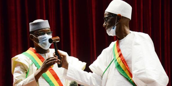 De Moussa Timbiné, vun der RPM, gouf zum President vun der Malian Nationalversammlung gewielt. Hei den 11. Mee zu Bamako.
