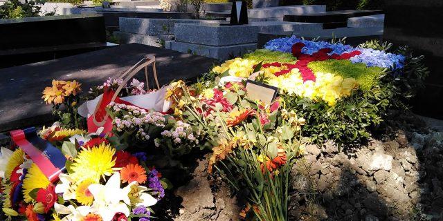 Algérie: le chanteur Idir repose au cimetière parisien du Père Lachaise