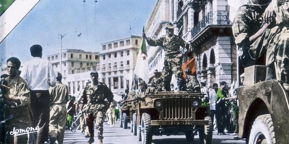 Parade du FLN à Alger, en juillet 1962