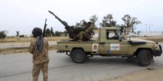 Les forces du gouvernement de Tripoli se heurtent à celles dirigées par le maréchal Khalifa Haftar, au sud de Tripoli, en Libye, en mai2019.