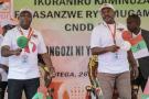 Evariste Ndayishimiye, candidat du CNDD-FDD, aux côtés du président burundais sortant, Pierre Nkurunziza, le 26 janvier 2020 à Gitega.