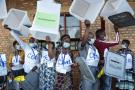 Des agents de la Ceni près de Gitega, montrent les urnes vides, avant le vote, lors des élections générales et de la présidentielle du 20 mai 2020 au Burundi.