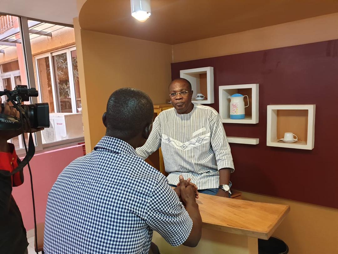"""Le Burkinabè Noraogo Sawadogo, scénariste, entre autres, de """"Fauteuil"""" et """"Commissariat de Tampy""""."""