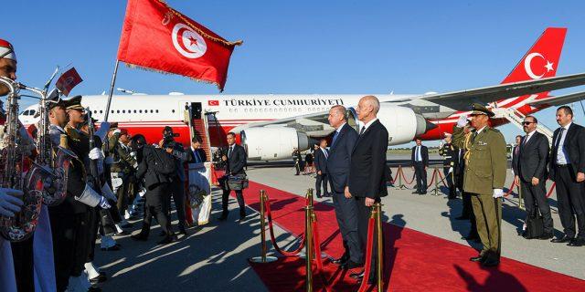 Le président tunisien Kais Saied aux côtés de son homologue turque Recep Tayyip Erdogan.