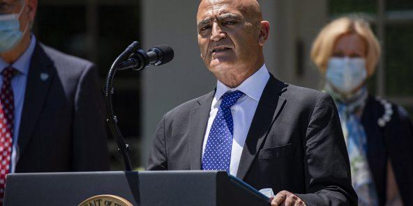 Le chercheur d'origine marocaine Moncef Slaoui, à Washington le 15 mai.