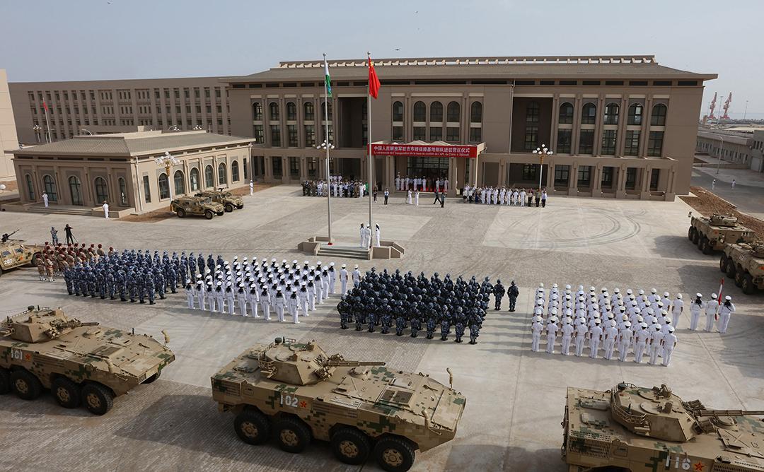 L'armée populaire de libération chinoise assistant à la cérémonie d'ouverture de la nouvelle base militaire chinoise à Djibouti, le 1er août 2017.