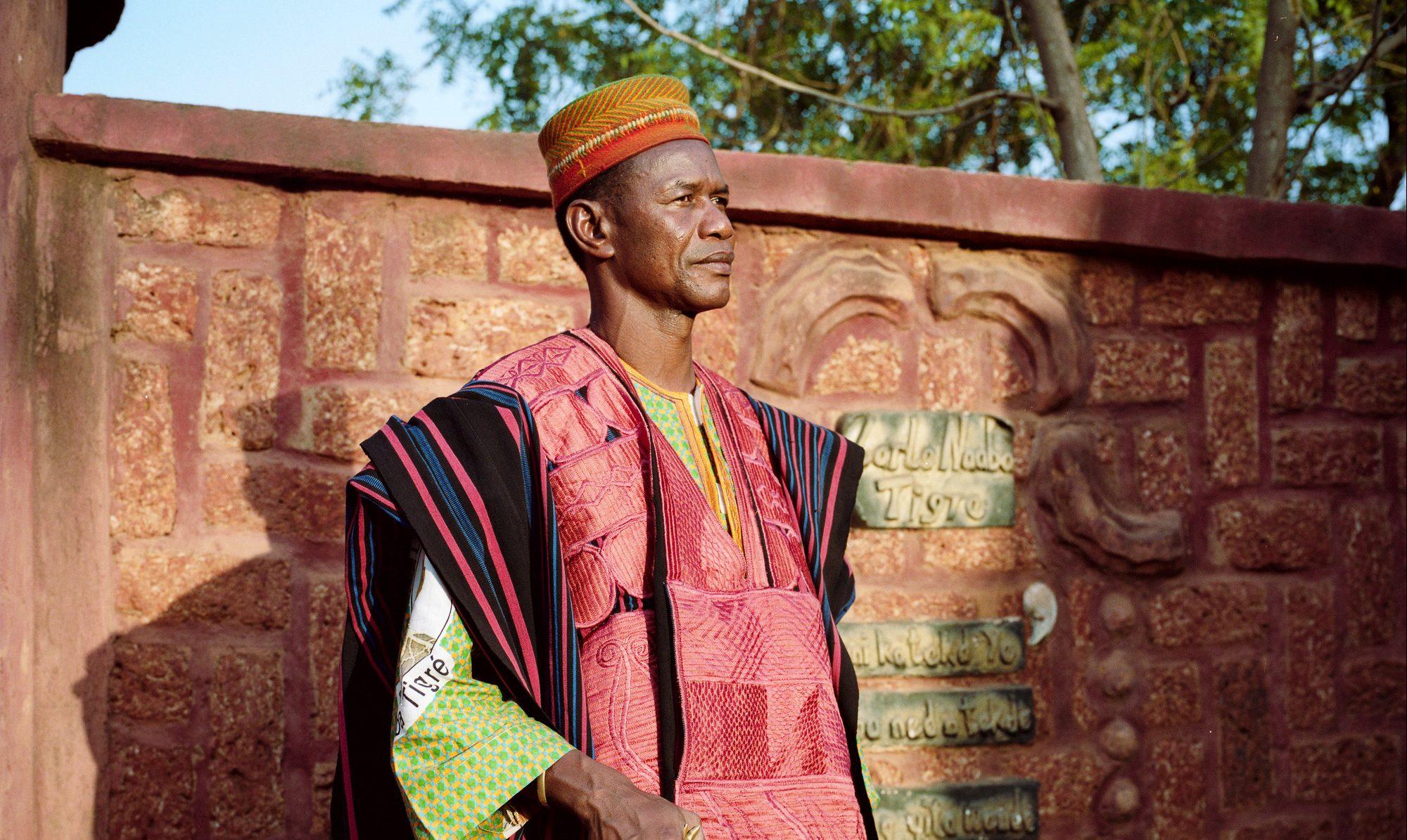 Le Larlé Naaba Tigré, dans son exploitation agricole, à Dapélogo.