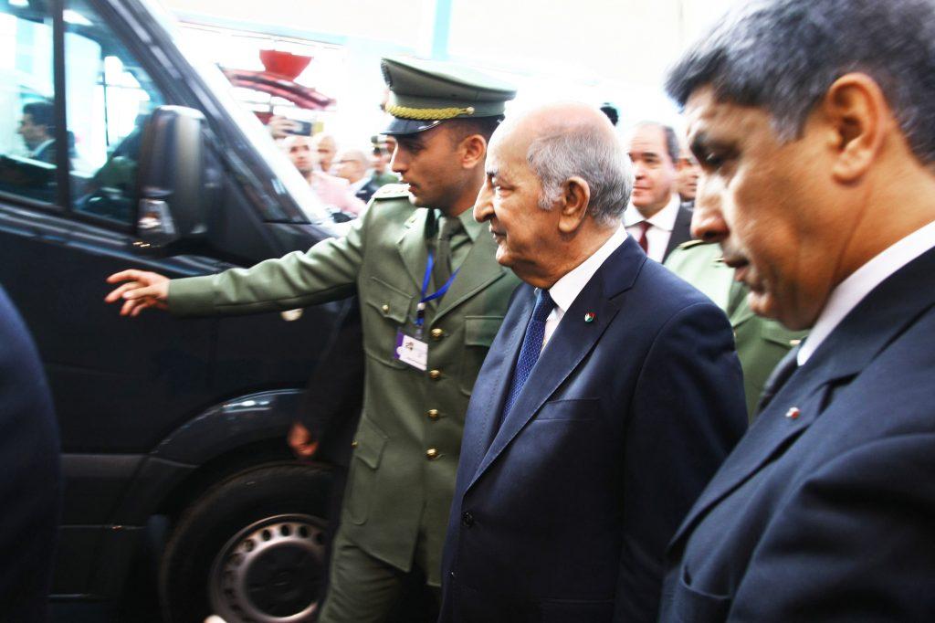 Le directeur de la sécurité et de la protection présidentielle (à dr.), au côté du chef de l'État Abdelmadjid Tebboune, le 22décembre 2019, à Alger.