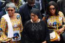 Marthe Tshisekedi (au centre) avec sa famille lors d'une cérémonie d'adieu à son mari, à Kinshasa, le 31 mai 2019.