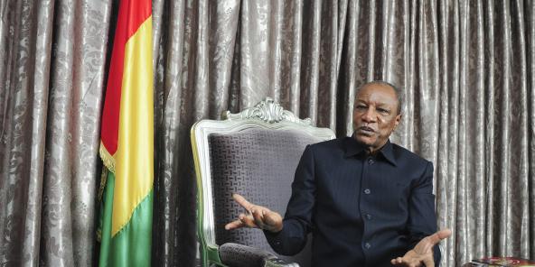 Alpha Condé, président de la République de Guinée, lors d'une interview accordée à Jeune Afrique le 20.10.2016, au palais présidentiel à Conakry. © Vincent Fournier/JA
