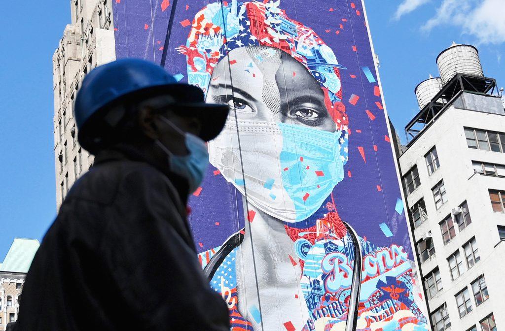 Dans les rues de New York, épicentre de la pandémie aux États-Unis, le 7mai.