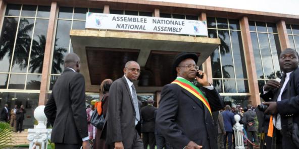 Devant l'Assemblée nationale camerounaise, en mai 2013 (archives/illustration).