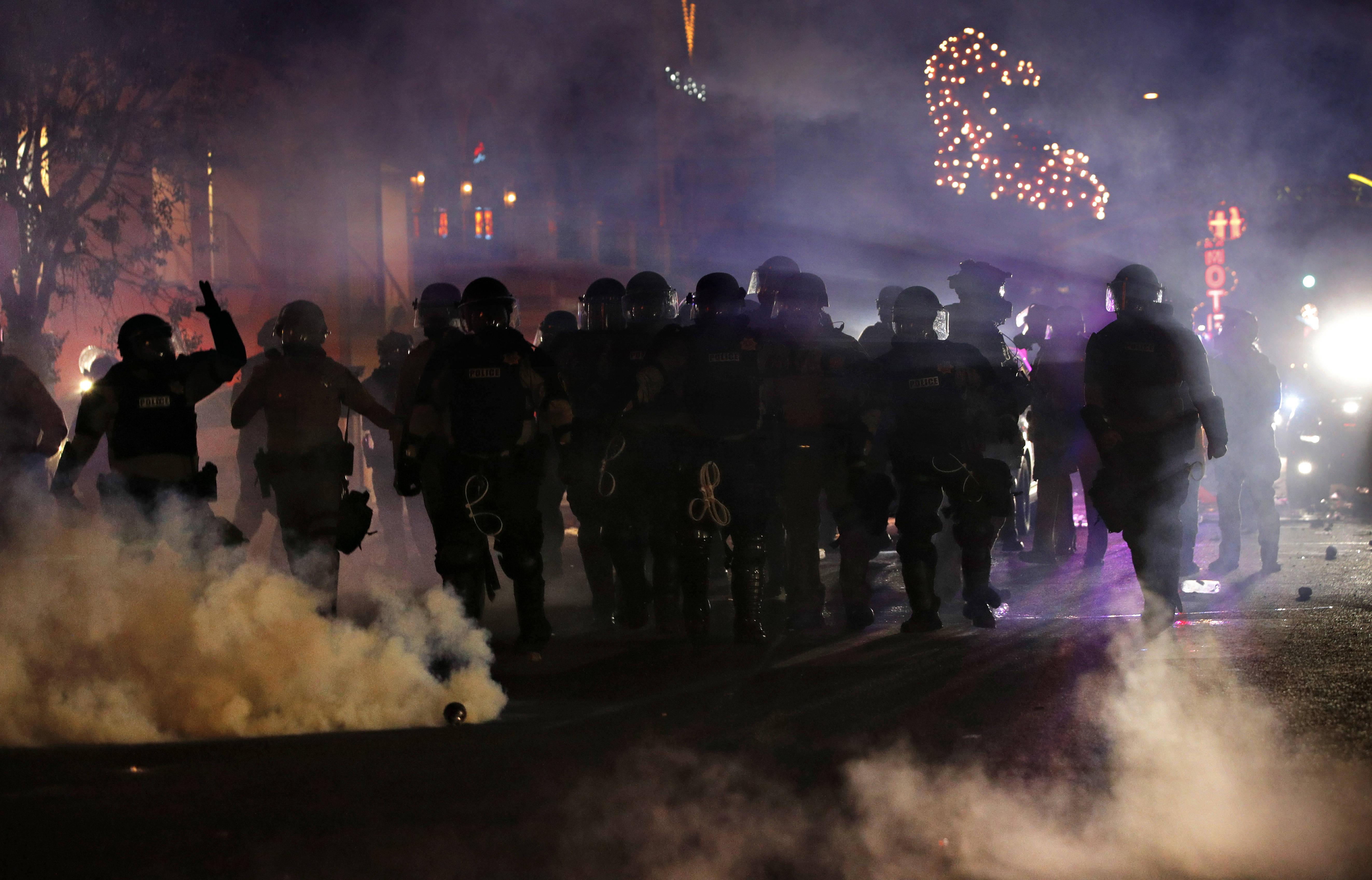 La police repousse des manifestants samedi 30 mai à Las Vegas, après la mort de George Floyd à Minneapolis.