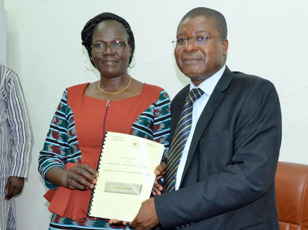 Yvonne Rouamba Guigma (à gauche), secrétaire générale de la primature burkinabè.