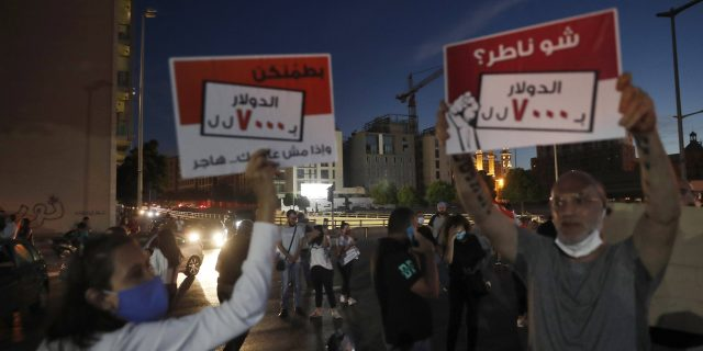 Mouvement de protestation au Liban contre le gouvernement et la crise économique, à Beyrouth le 11 juin 2020.