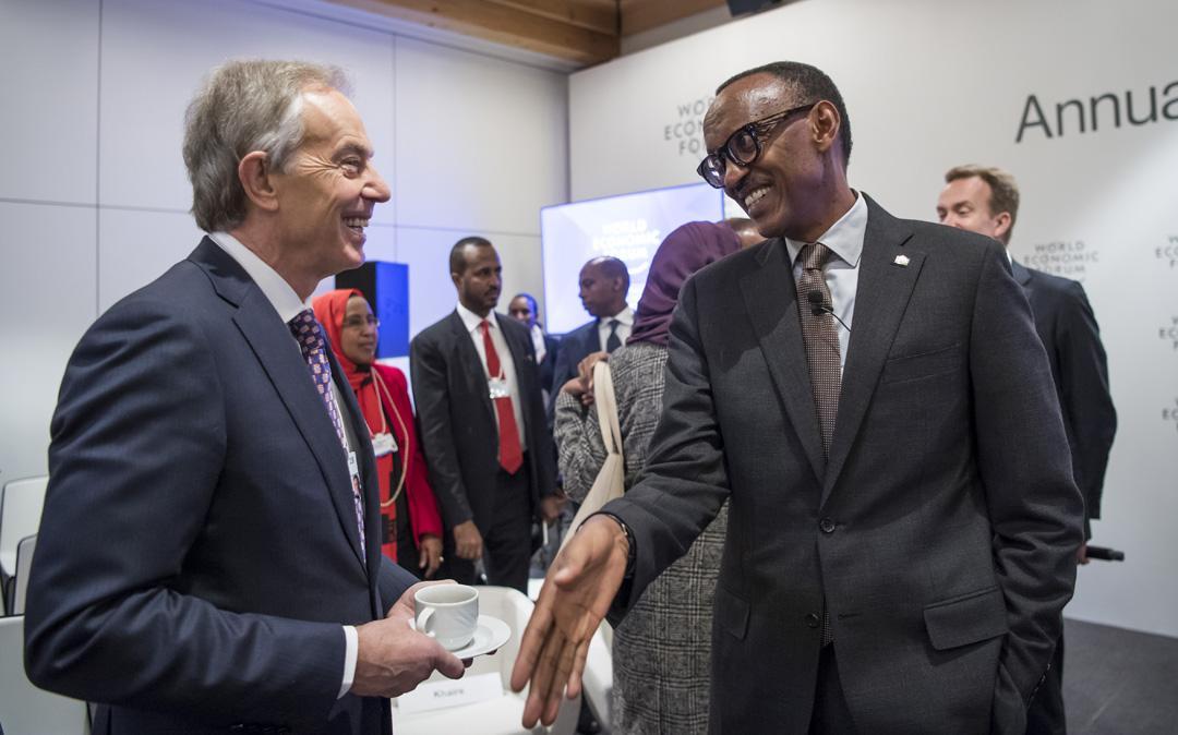 L'institut de Tony Blair a mis en place depuis douze ans auprès de quatorze chefs d'État, comme Paul Kagame ou Faure Gnassingbé, des cellules d'experts qui les accompagnent dans l'accélération de leurs projets prioritaires, destinés à attirer les investisseurs.
