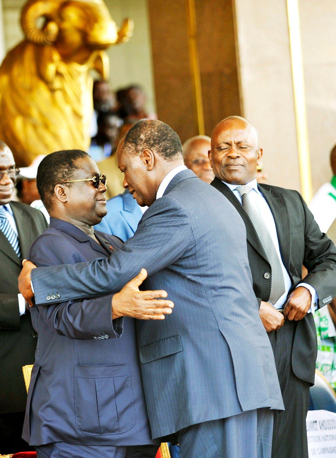 Henri Konan Bédié avec lassane Ouattara, à Yamoussoukro, le 15 novembre 2010.