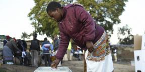 Une Malawienne se rendant aux urnes lors du scrutin du 23 Juin 2020.