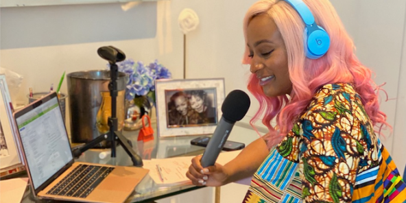 La DJ nigériane Cuppy lors de l'enregistrement de l'émission Africa Now de Apple Music.