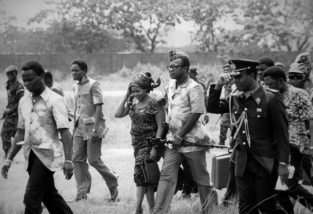 Arrivée du président Mobutu et de sa femme Marie-Antoinette à Kinshasa, le 20 avril 1977, au Zaïre.
