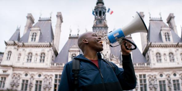 Jean-Pascal Zadi interprète le personnage principal de la comédie française «Tout simplement noir», dont il est aussi le coréalisateur.