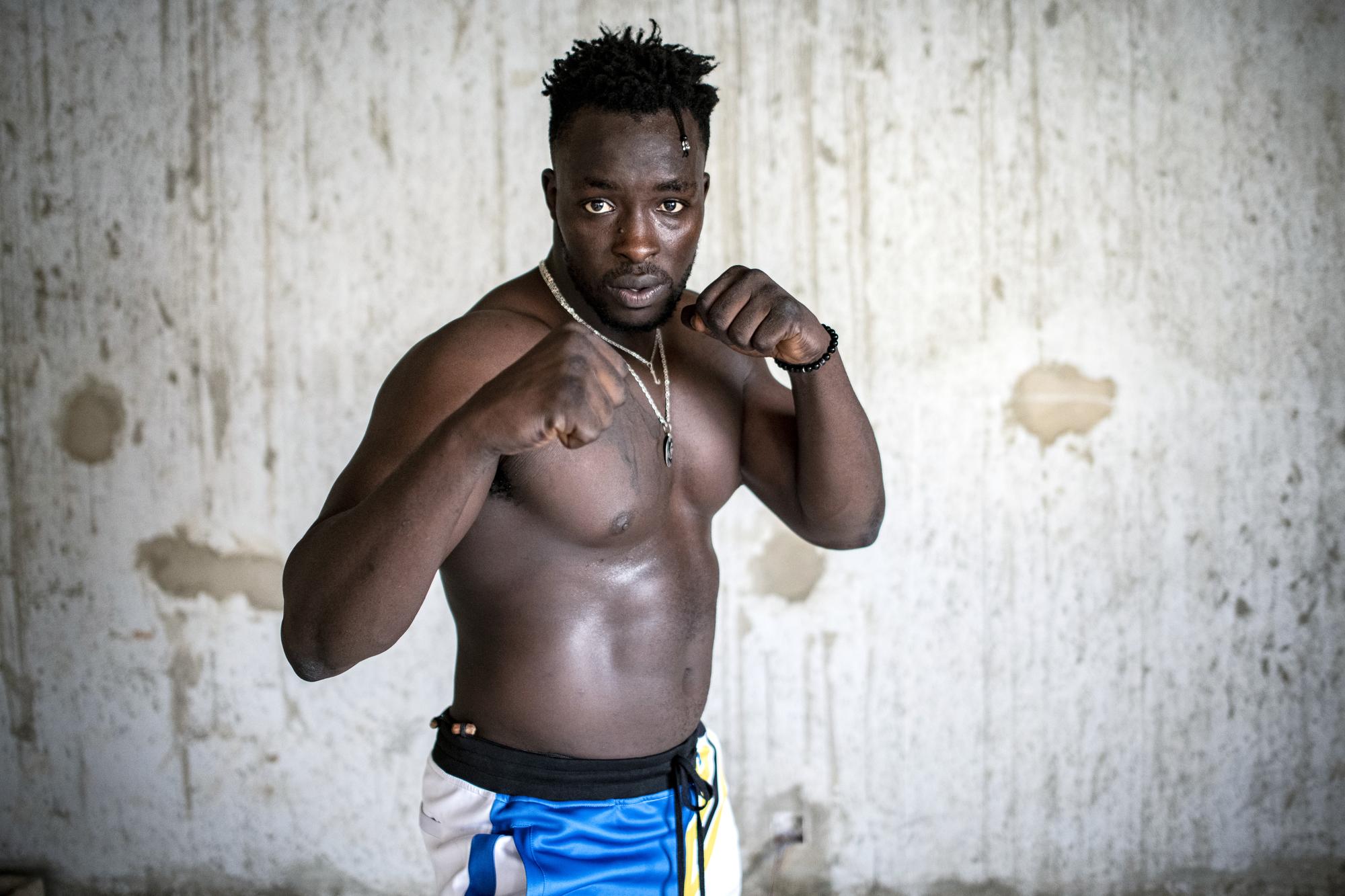 Rencontre avec le lutteur sénégalais Siteu à Rufisque dans la grande banlieue de Dakar. Le 8 juin 2020.