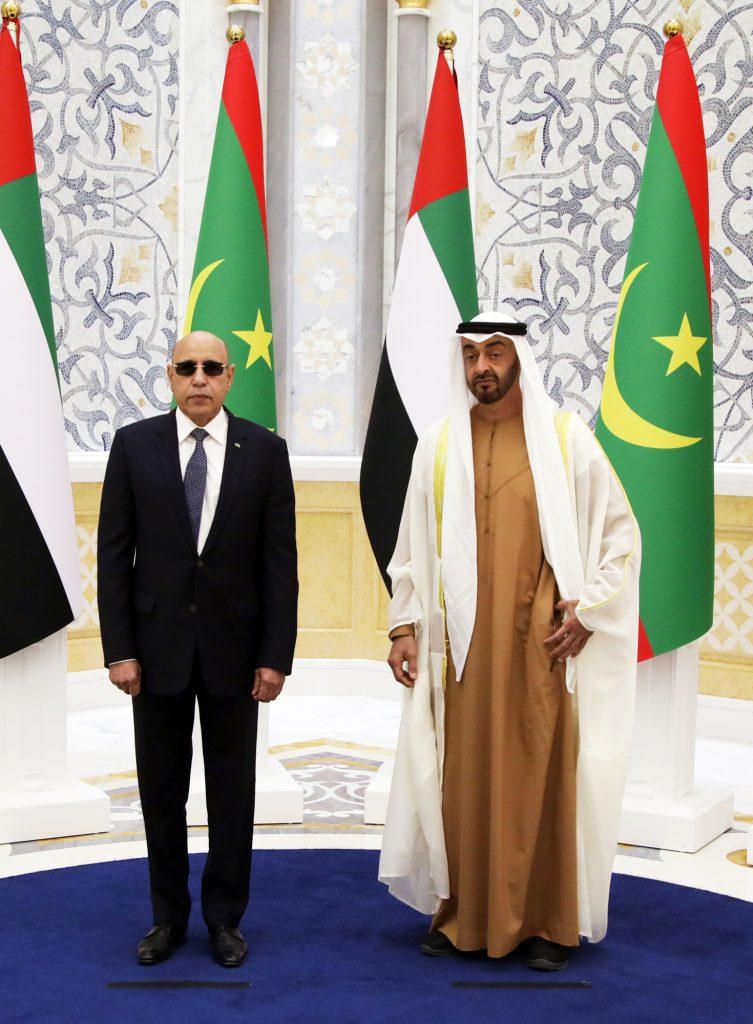Mohamed Ould Ghazouani, avec le prince héritier émirati, Mohammed Ben Zayed, le 2février, à Abou Dhabi.